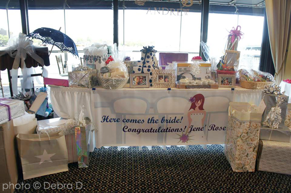 jene-gift-table