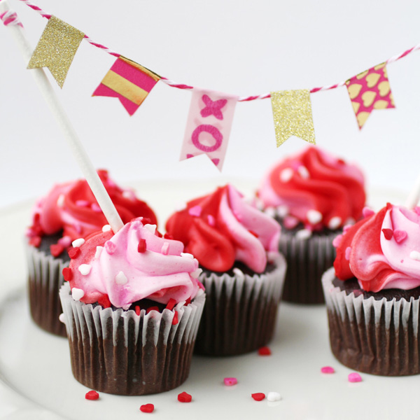 fun Valentines Day ideas cupcake banner